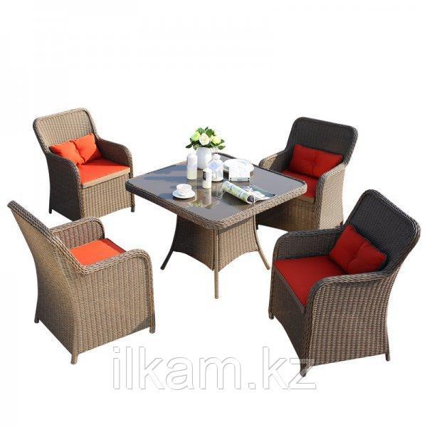 Комплект мебели из ротанга обеденный