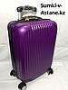 Маленький пластиковый дорожный чемодан на 4-х колесах.Высота 53 см, ширина 33 см,глубина 22 см.
