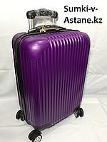 Маленький пластиковый дорожный чемодан на 4-х колесах.Высота 53 см, ширина 33 см,глубина 22 см., фото 1