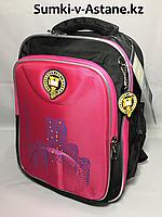 Школьный ранец для девочек в 1-й класс.Высота 37 см, ширина 27 см, глубина 14 см.