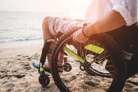 Человек в кресло-коляске фото