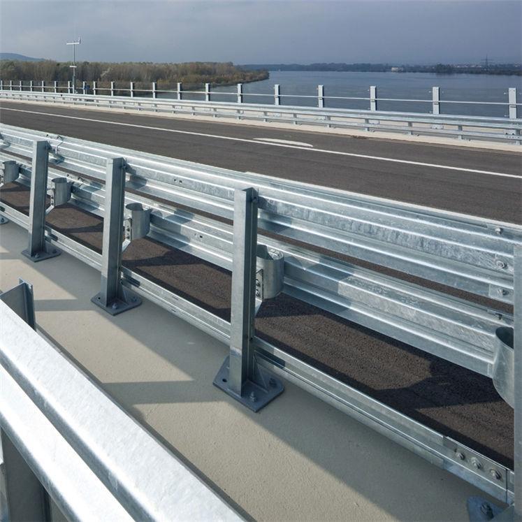 Поручень для мостовых ограждений П цинк