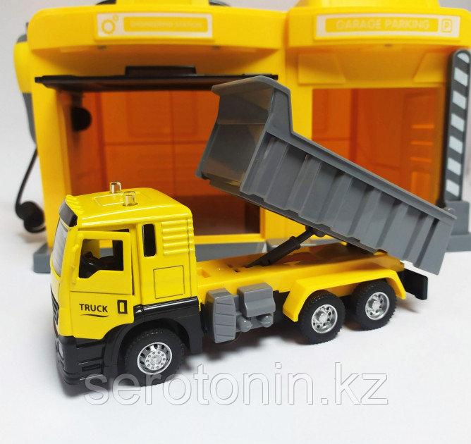 Игровой набор Гараж со строительной машинкой CLM Engineering Caller Garage