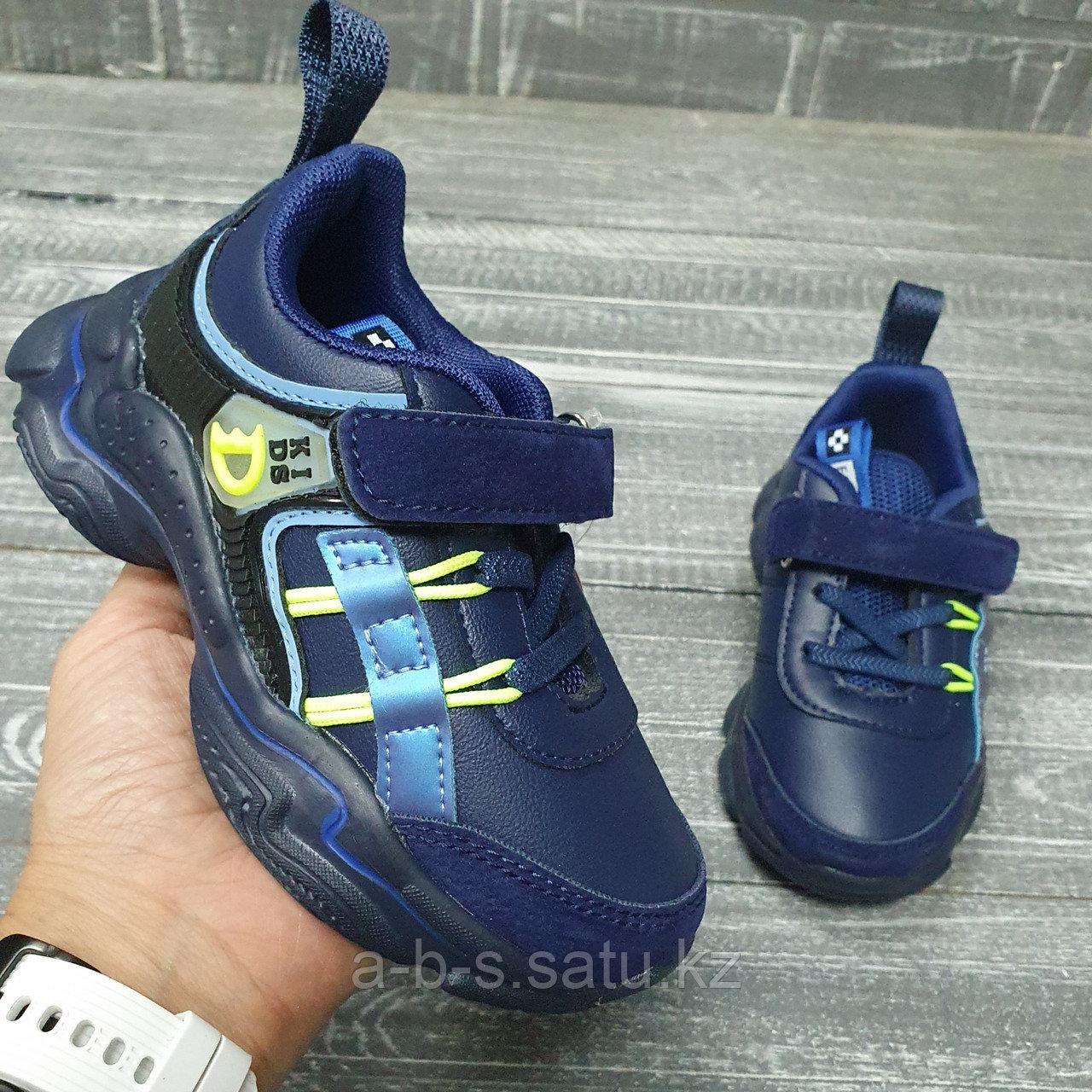 Кроссовки синие с салатовыми шнурками