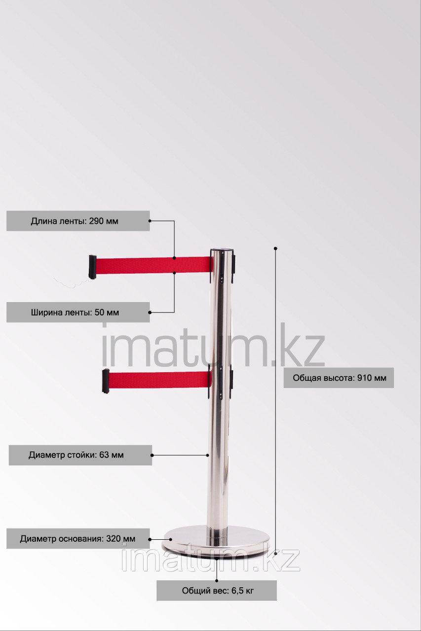 Серебристая стойка с двойной вытяжной лентой красного цвета