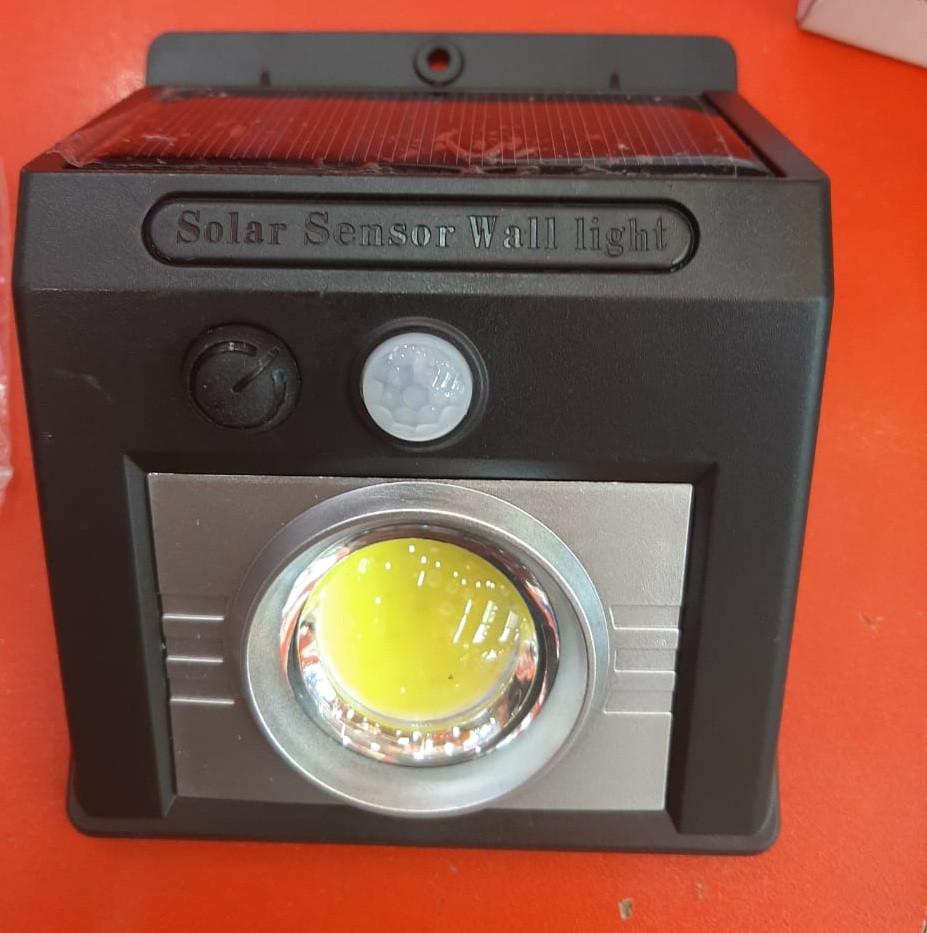 Cветодиодная лампа на солнечной батарее с датчиком движения