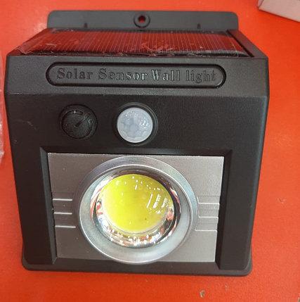 Cветодиодная лампа на солнечной батарее с датчиком движения, фото 2