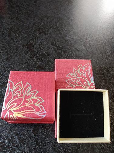 Подарочная коробочка для колец и кулонов