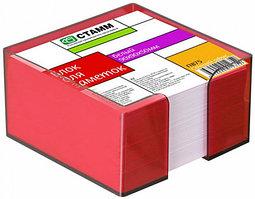 Бумага для записей с темно-красной подставкой 9х9х5 блок белый стамм