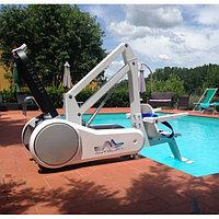 Мобильный подъемник для бассейна
