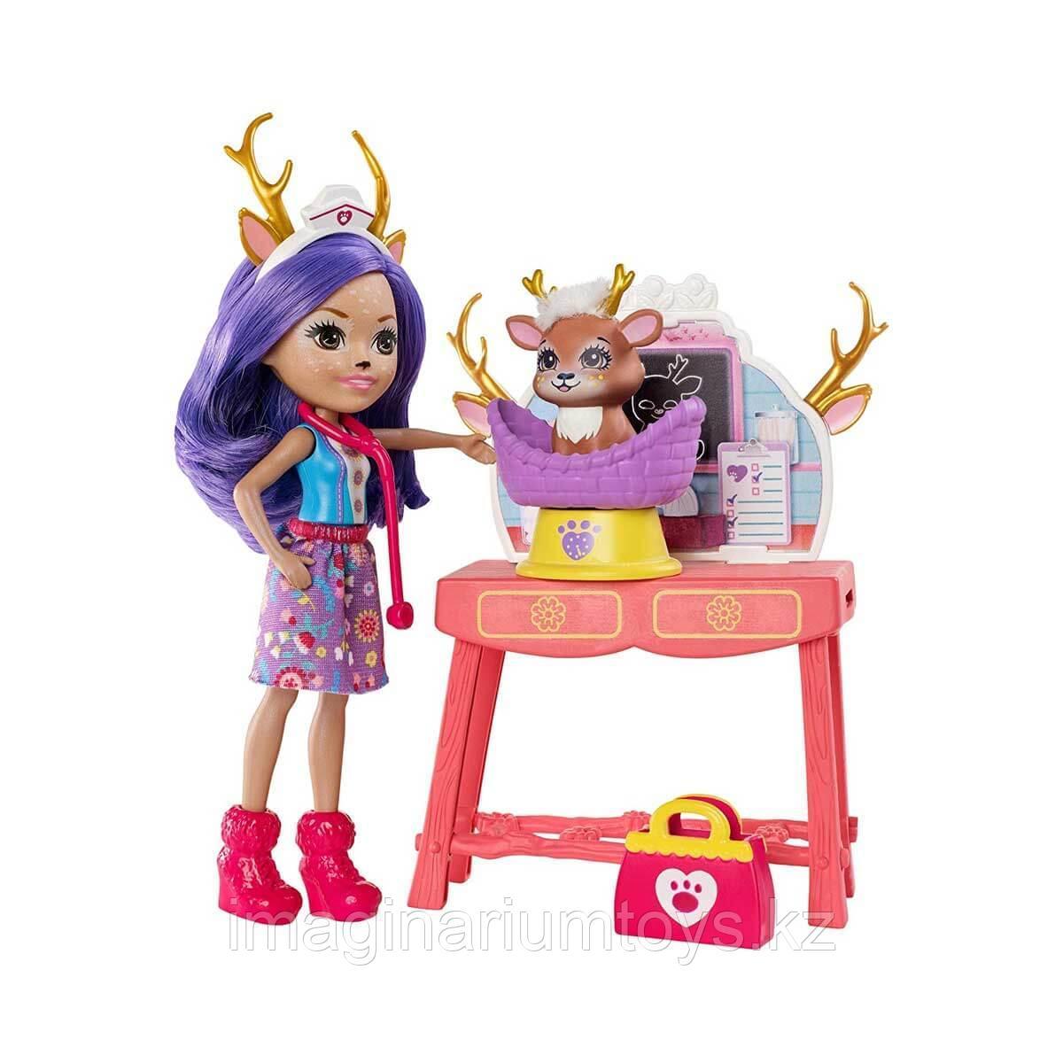 """Энчантималс кукла олень с питомцем в наборе """"Данесса ветеринар"""""""