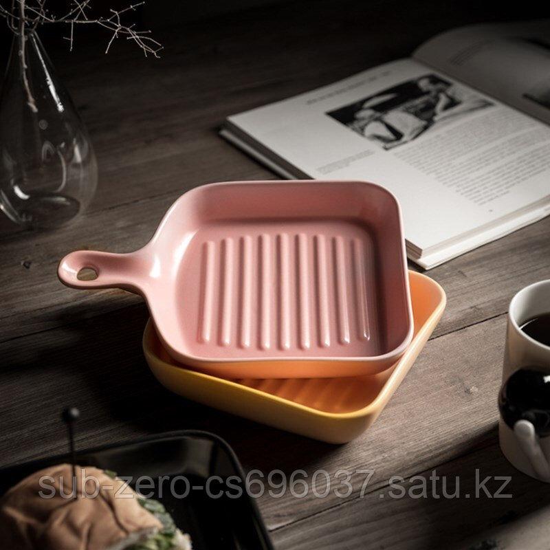 Керамическая тарелка в форме сковороды