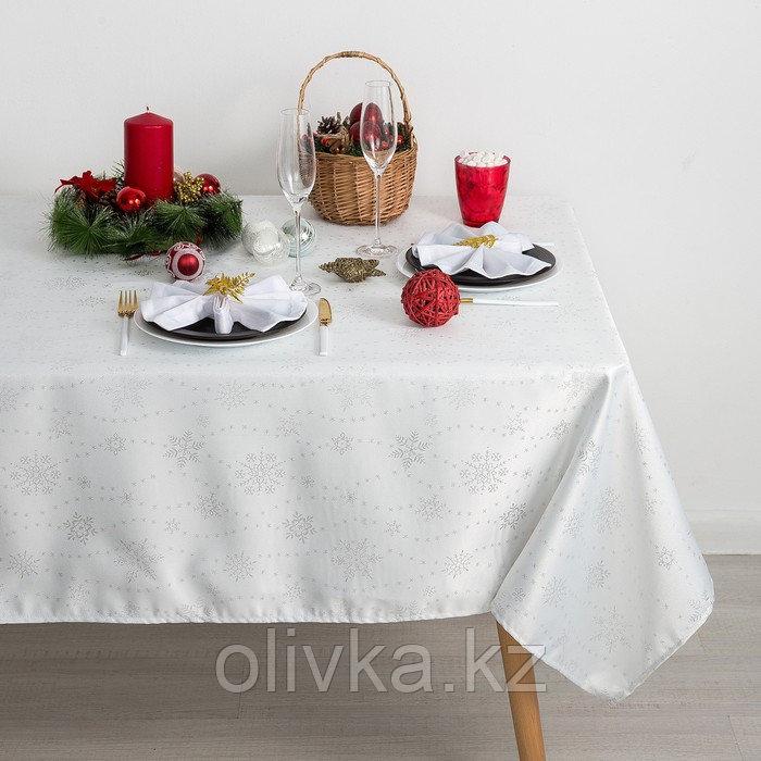Скатерть Доляна «Серебряные снежинки» цвет белый, 110×150 см, 115 ± 10 г/м², 100% п/э