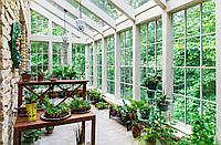 Озеленение живыми растениями и природным материалом