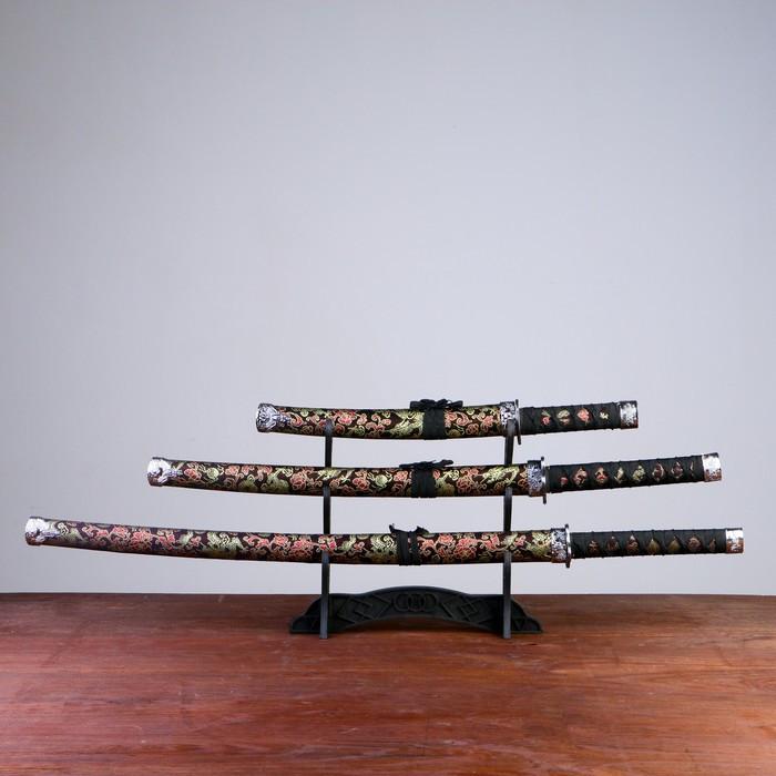 Сув. изделие катаны 3в1 на подставке, ножны ткань, драконы золото на черном 47/70/89см