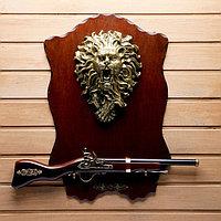 Сувенирное ружье на планшете со львом, 40х60 см, фото 1
