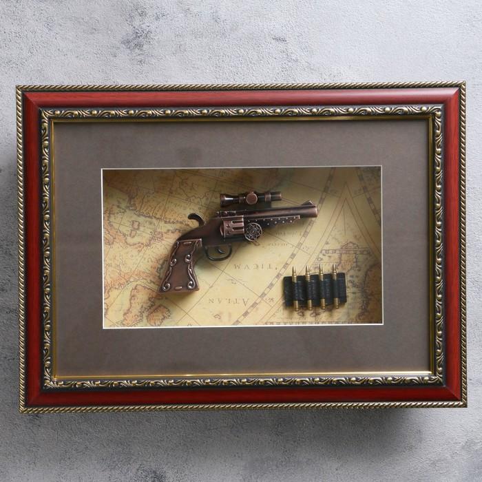 Револьвер в раме, с прицелом, багет золото узор, пули, на карте, 28х38 см
