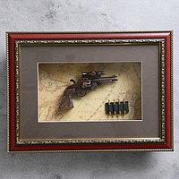 Револьвер в раме, с прицелом, багет золото узор, пули, на карте, 28х38 см, фото 1