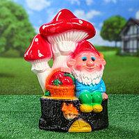 """Садовая фигура """"Гном с грибами и корзинкой"""", разноцветный, 42 см"""