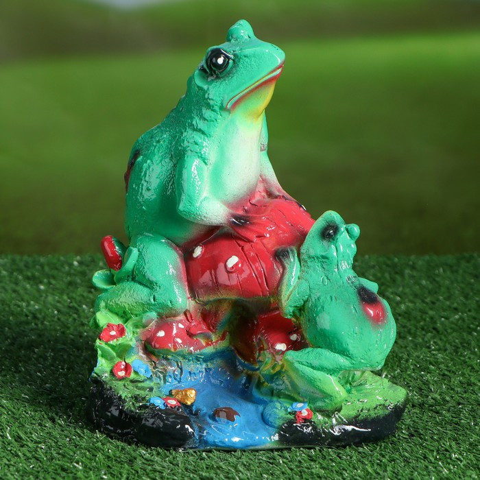 "Садовая фигура ""Лягушки на грибе"", зелёная, 21 см"