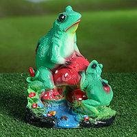 "Садовая фигура ""Лягушки на грибе"", зелёная, 21 см, фото 1"