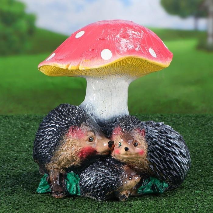 """Садовая фигура """"Семья ёжиков под грибом"""", разноцветный, 25 см"""