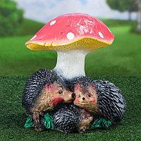 """Садовая фигура """"Семья ёжиков под грибом"""", разноцветный, 25 см, фото 1"""