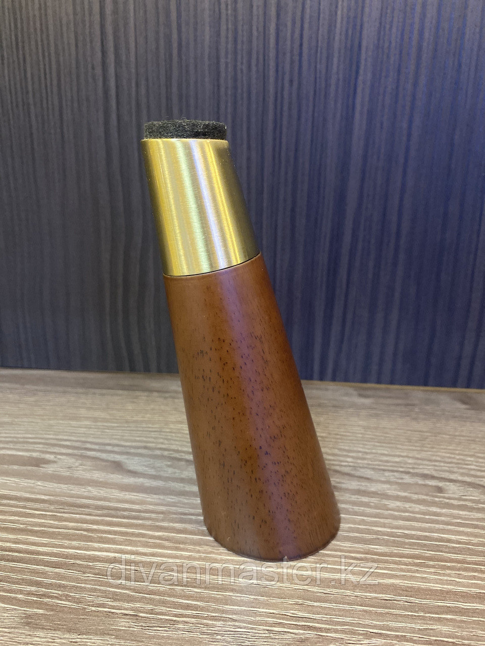 Ножка мебельная, деревянная с латунным наконечником 15 см, с наклоном