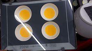 Прожектор на светодиодах 200W с желтым светом