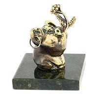 Статуэтка «Поросенок с цветком» бронза змеевик