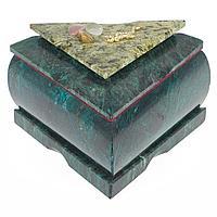 Шкатулка треугольная змеевик 120х130х75 мм 780 гр.