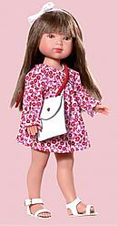 Карлота в красном цветочном платье и с сумкой