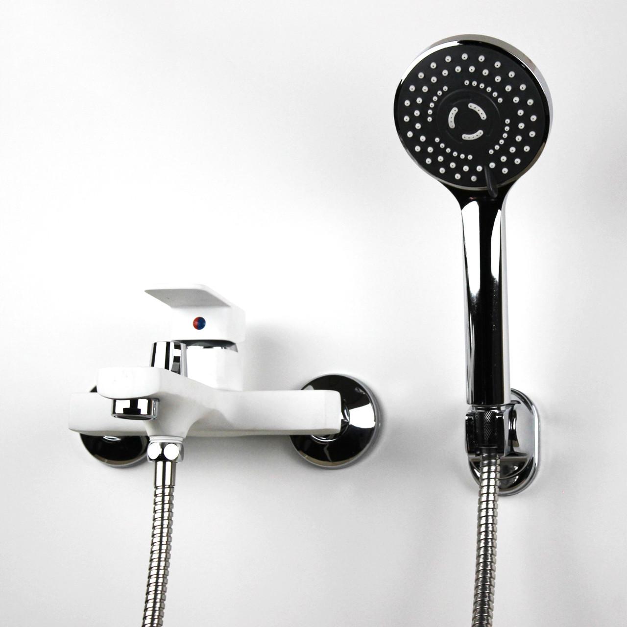 Смеситель настенный для душа/ванны с коротким гусаком белого цвета GLORIA GL348