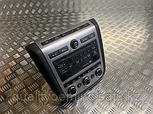 Панель управления магнитолой на Nissan Murano Z50