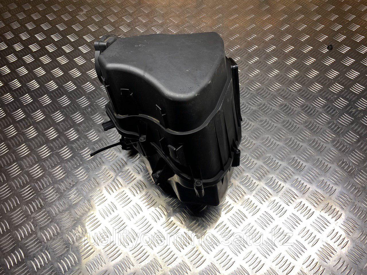 Корпус воздушногo фильтра на Audi A8 D3/4E [рестайлинг]