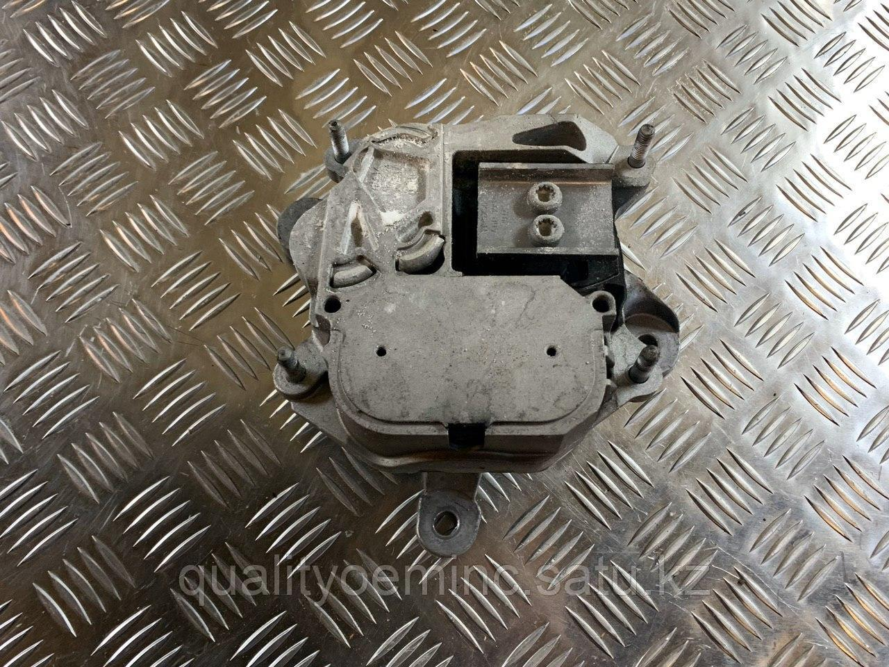 Подушка крепления КПП на Audi A7 4G