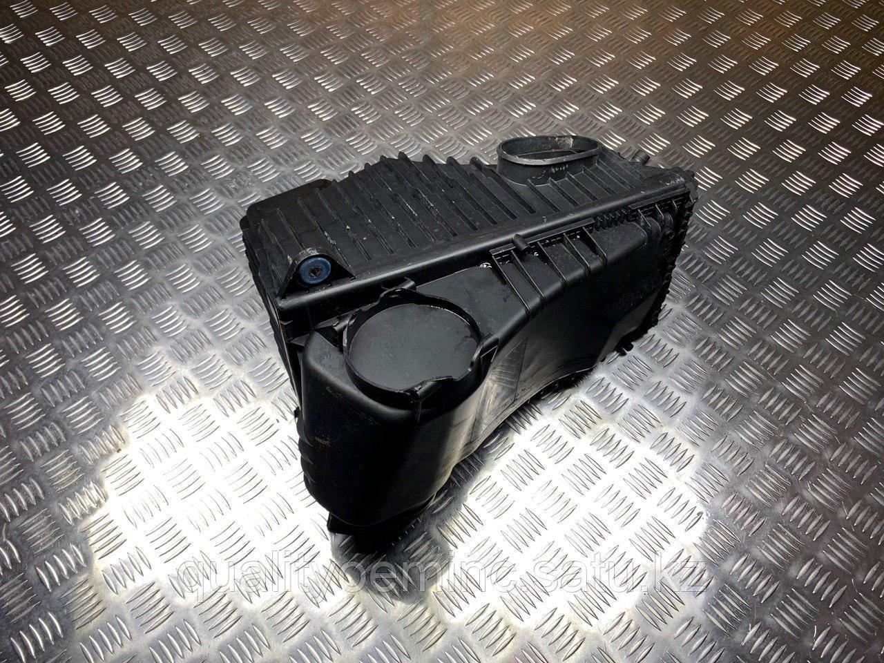 Корпус воздушногo фильтра левый на Audi Q7 4L