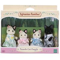 """Sylvanian Families: Набор """"Семья Чёрно-белых котов"""""""