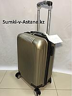 Маленький пластиковый дорожный чемодан на 4-х колесах.Высота 53 см, ширина 33 см, глубина 22 см., фото 1