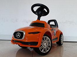 Толокар-каталка для детей Mercedes Benz. Оранжевый