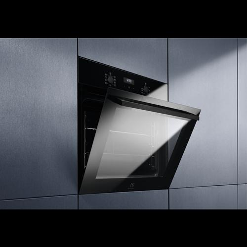 Встраиваемый Электрический Духовой шкаф Electrolux Intuit 700 SENSE SenseCook Чёрного цвета
