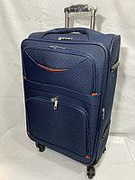 Средний тканевый дорожный чемодан на 4-х колесах.Высота 67 см, ширина 40 см, глубина 25 см.