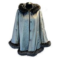 Бархатное пальто-кейп с мехом блюфрост