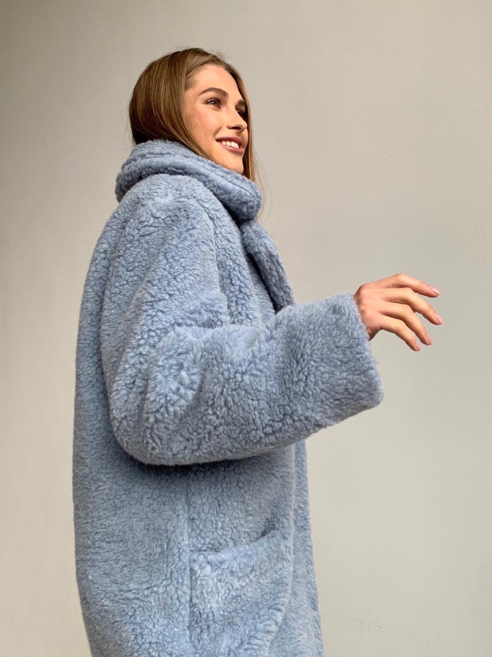 Шуба из натуральной стриженой овечьей шерсти длина 110 см, прорезные карманы, голубой цвет - фото 3
