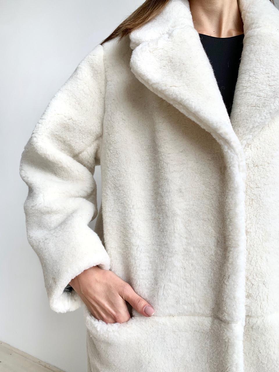 Шуба из натуральной стриженой овечьей шерсти длина 110 см, прорезные карманы, молочный цвет - фото 7