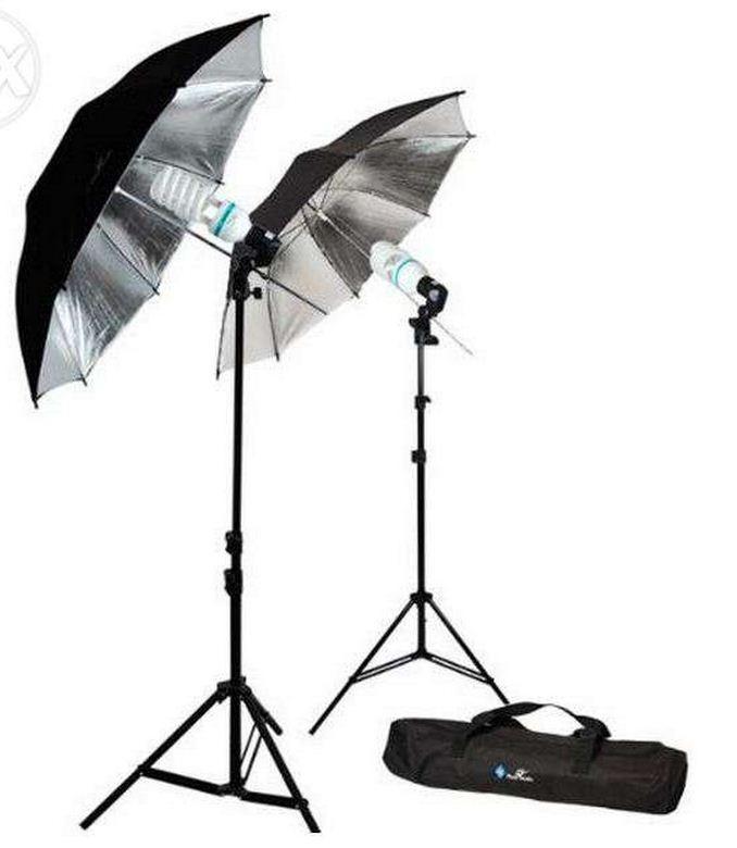 2Х зонта 82 см на отражение с патроном с лампой 40 W / 5500 К на стойках