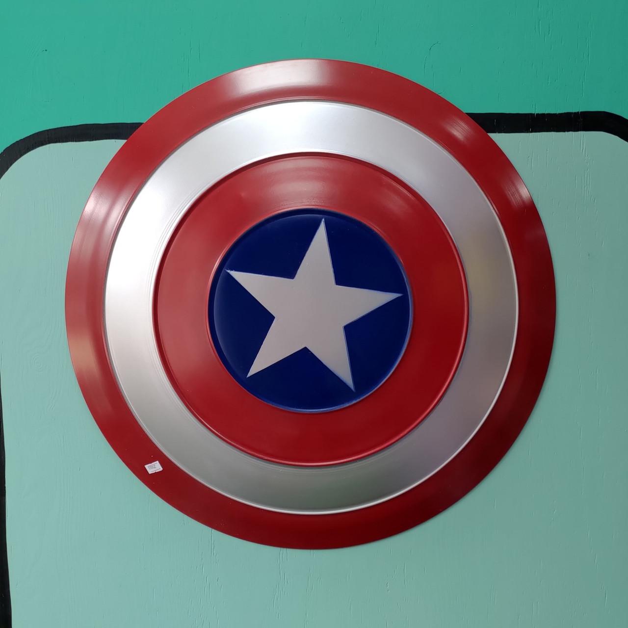 Полноразмерный щит Капитана Америки