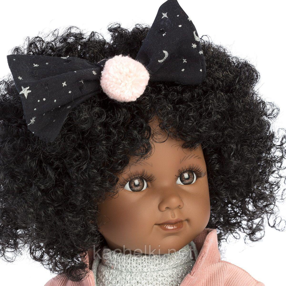 LLORENS:Кукла Зури 35см, мулатка в розовом жакете и черной кружевной юбке - фото 4