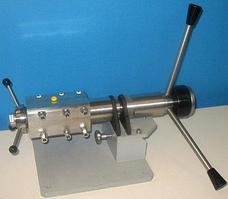 Камера переменного объема /Автоклавы, объем которых может изменяться в течении реакции.
