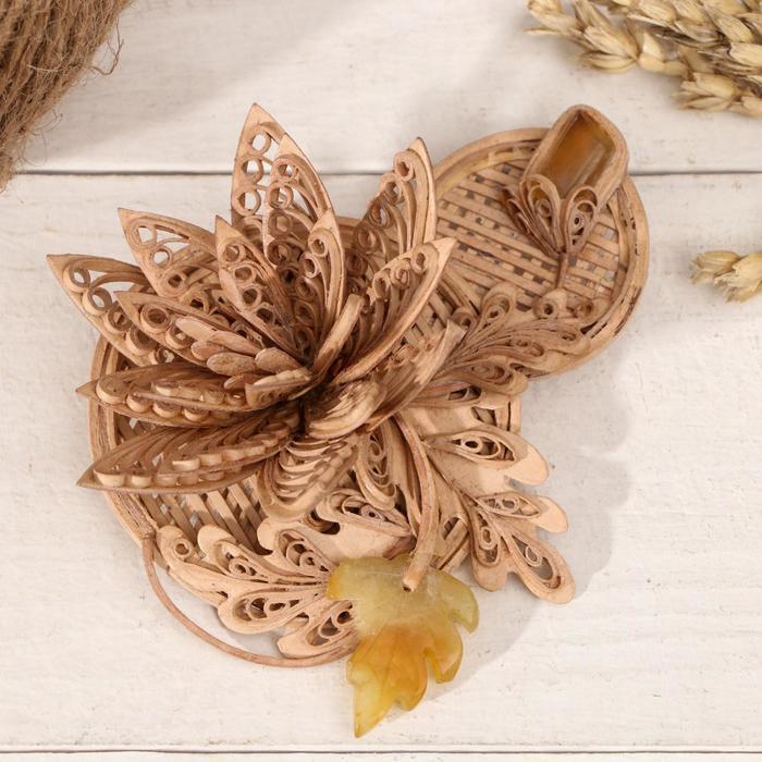 Брошь «Цветок» ,сердолик, береста